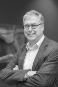 Bert Niesters is hoogleraar Moleculaire Virusdiagnostiek en Medische Microbiologie aan de Rijksuniversiteit Groningen en UMC Groningen.